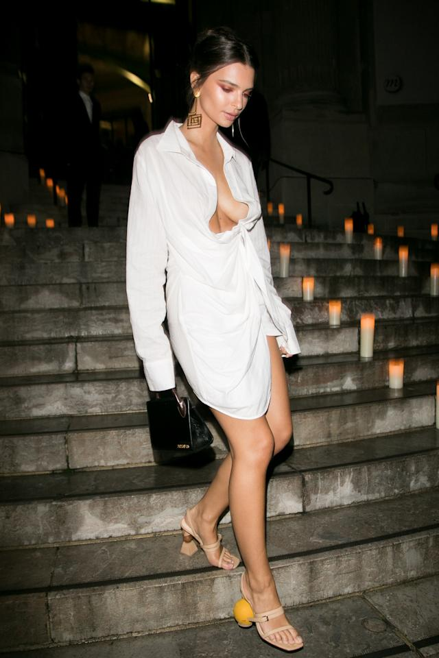 <p>Model and actress Emily Ratajowski wore the same pair of Jacquemus from the designer's Spring 2018 collection to an event during Paris Fashion Week. </p>