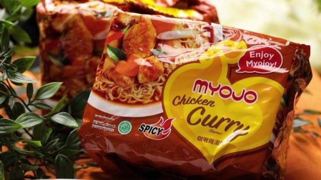 myojo chicken curry instant noodles packaging