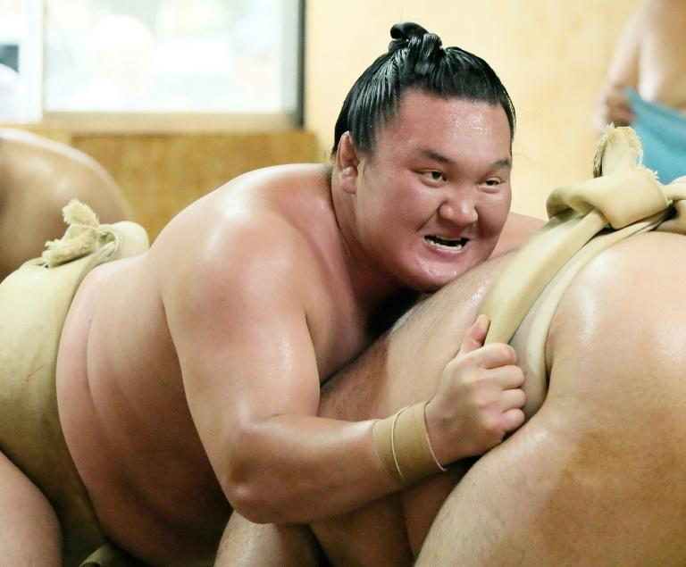 Sumo's greatest-ever champion Hakuho has decided to retire over persistent knee trouble leaving a gaping hole at the top of the sport (AFP/STR)