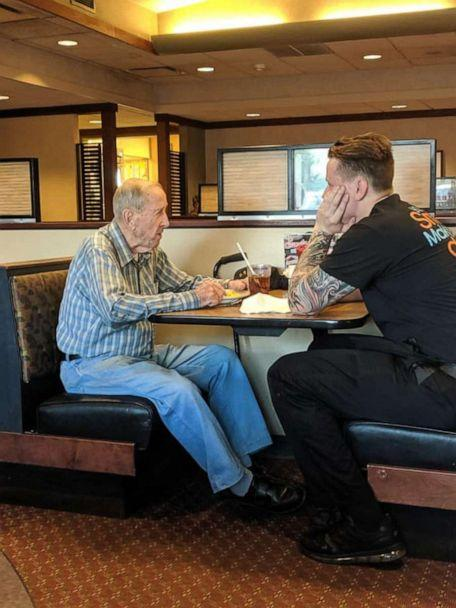 PHOTO: Lisa Meilander of Elizabeth Township, Pennsylvania, snapped photos of Dylan Tetil, a waiter at Eat'n Park restaurant in Belle Vernon, Pennsylvania, and an elderly gentleman and shared it to Facebook on Aug. 17. (Lisa Meilander)