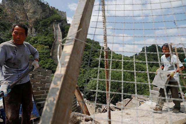 <p>People work on the reconstruction of the Jiankou section of the Great Wall, located in Huairou District, north of Beijing, China, June 7, 2017. (Photo: Damir Sagolj/Reuters) </p>