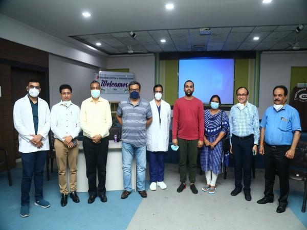 Team of Doctors with donor, his mother and Indore Commissioner Pawan Sharma. (Photo/ANI)