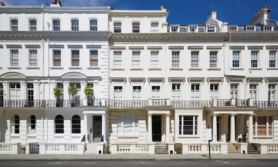 White luxury houses in Kensington and Chelsea, London