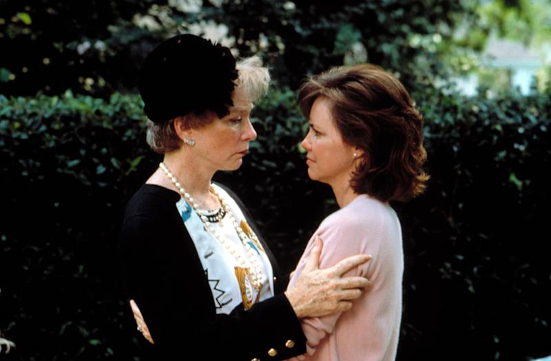 STEEL MAGNOLIAS, Shirley MacLaine, Sally Field, 1989. (c) TriStar Pictures/ Courtesy: Everett Collection.