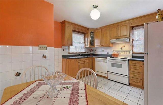 <p><span>146 Pitt Ave., Toronto, Ont.</span><br> The bright kitchen includes the fridge, stove and dishwasher.<br> (Photo: Zoocasa) </p>