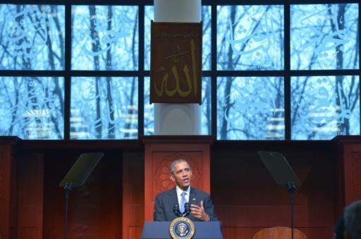 Obama hits 'inexcusable' anti-Muslim rhetoric on first mosque visit