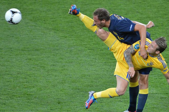 TOPSHOTS Ukrainian forward Andriy Voronin (R) vies with Swedish defender Andreas Granqvist during the Euro 2012 championships football match Ukraine vs Sweden on June 11, 2012 at the Olympic Stadium in Kiev.     AFP PHOTO / SERGEI SUPINSKYSERGEI SUPINSKY/AFP/GettyImages
