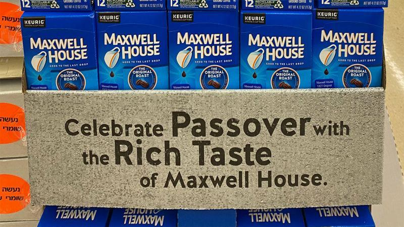 A display of Maxwell House coffee in a Chicago grocery store