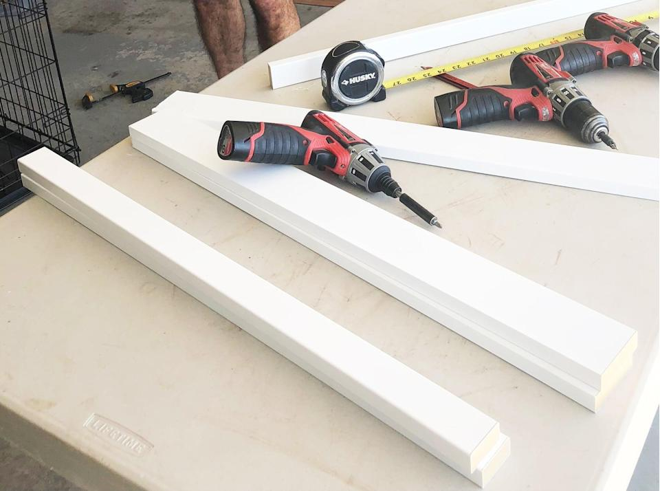 <p><strong>1. Build the Corner Posts</strong></p> <p>For each corner of your crate, you'll need to create a two-sided, corner-shaped post - they're each made of one 28x2.5-inch piece (side A) and one 28x1.5-inch piece (side B), drilled together to create a 2.5-inch by 2.25-inch L-shape at a 90-degree angle.</p>