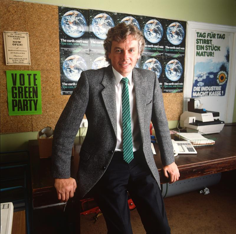 LONDON - 1st JANUARY: English writer and broadcaster David Icke, posed in his office in South London in 1987. (Photo by Mike Prior/Getty Images)