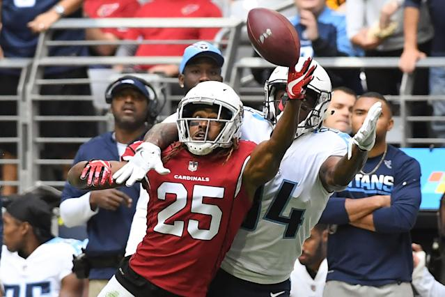 <p>Tramon Williams #25 of the Arizona Cardinals blocks a pass intended for Corey Davis #84 of the Tennessee Titans in the first half of the NFL game at University of Phoenix Stadium on December 10, 2017 in Glendale, Arizona. (Photo by Norm Hall/Getty Images) </p>