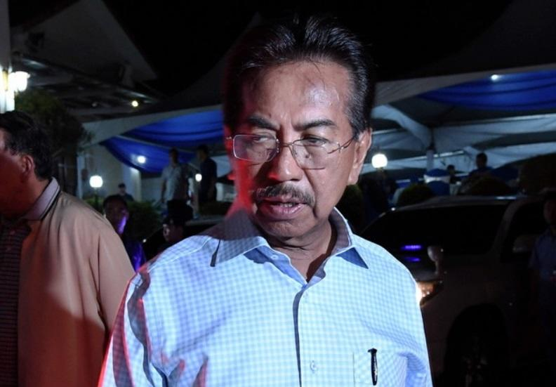 Sabah Speaker Syed Abas Syed Ali told Utusan Malaysia that his office was informed by Musa (pic) that he would be present to take his lawmaker's oath today. ― Bernama pic