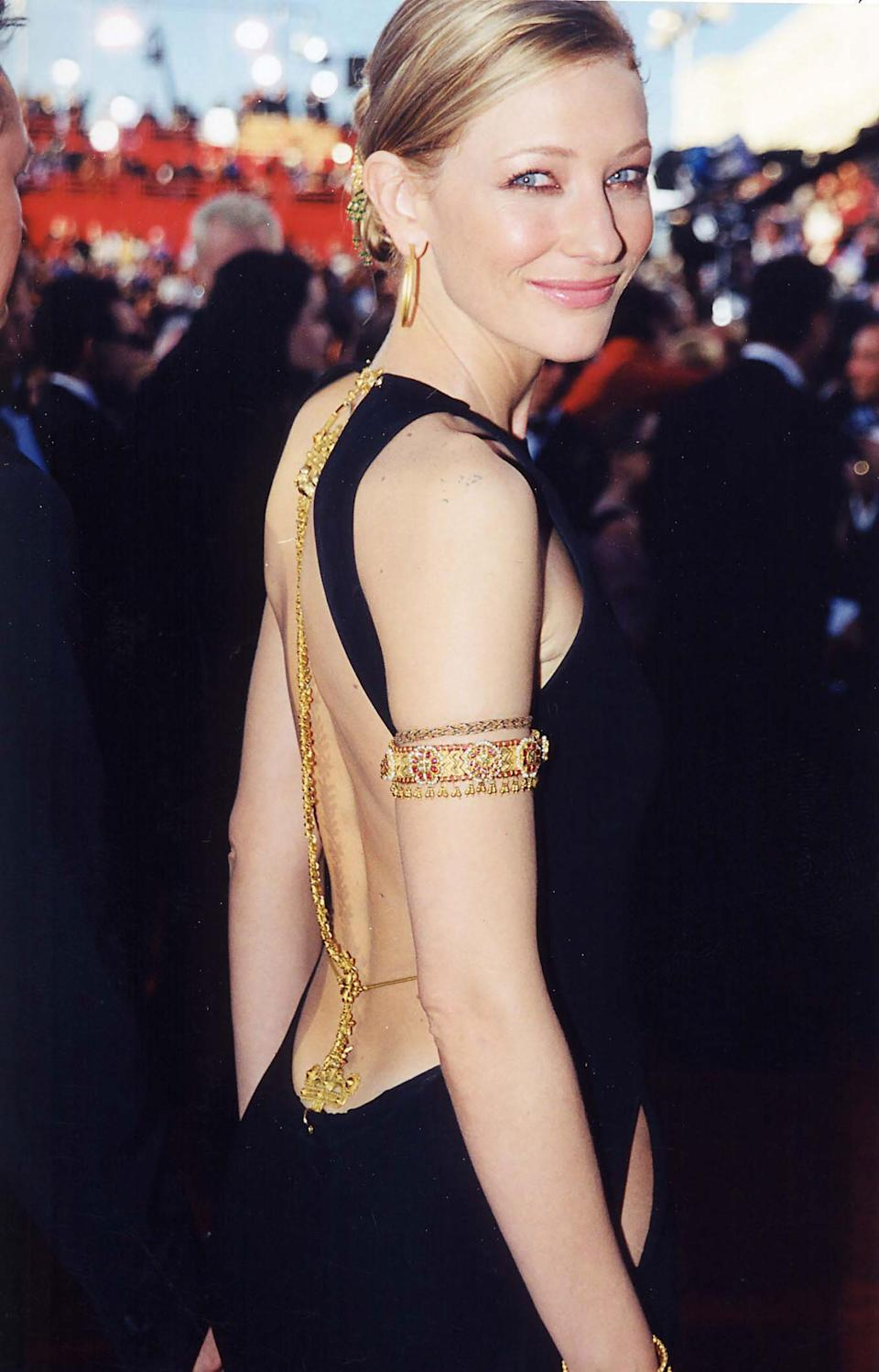Even in 2000, Cate Blanchett was ahead of the curve. The actress arrived in the perfect combination of dress and jewels, with a Jean Paul Gaultier black gown accented by Cynthia Bach's bangles and body chain. Inspired by traditional jewelry from the Indian subcontinent, Bach created an impressive array of golden accents.