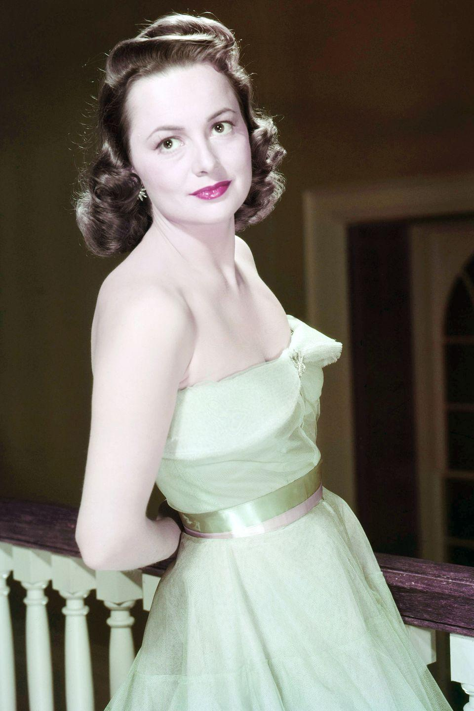 <p>In silver-screen curls, a mint-green dress, and pink lipstick. </p>