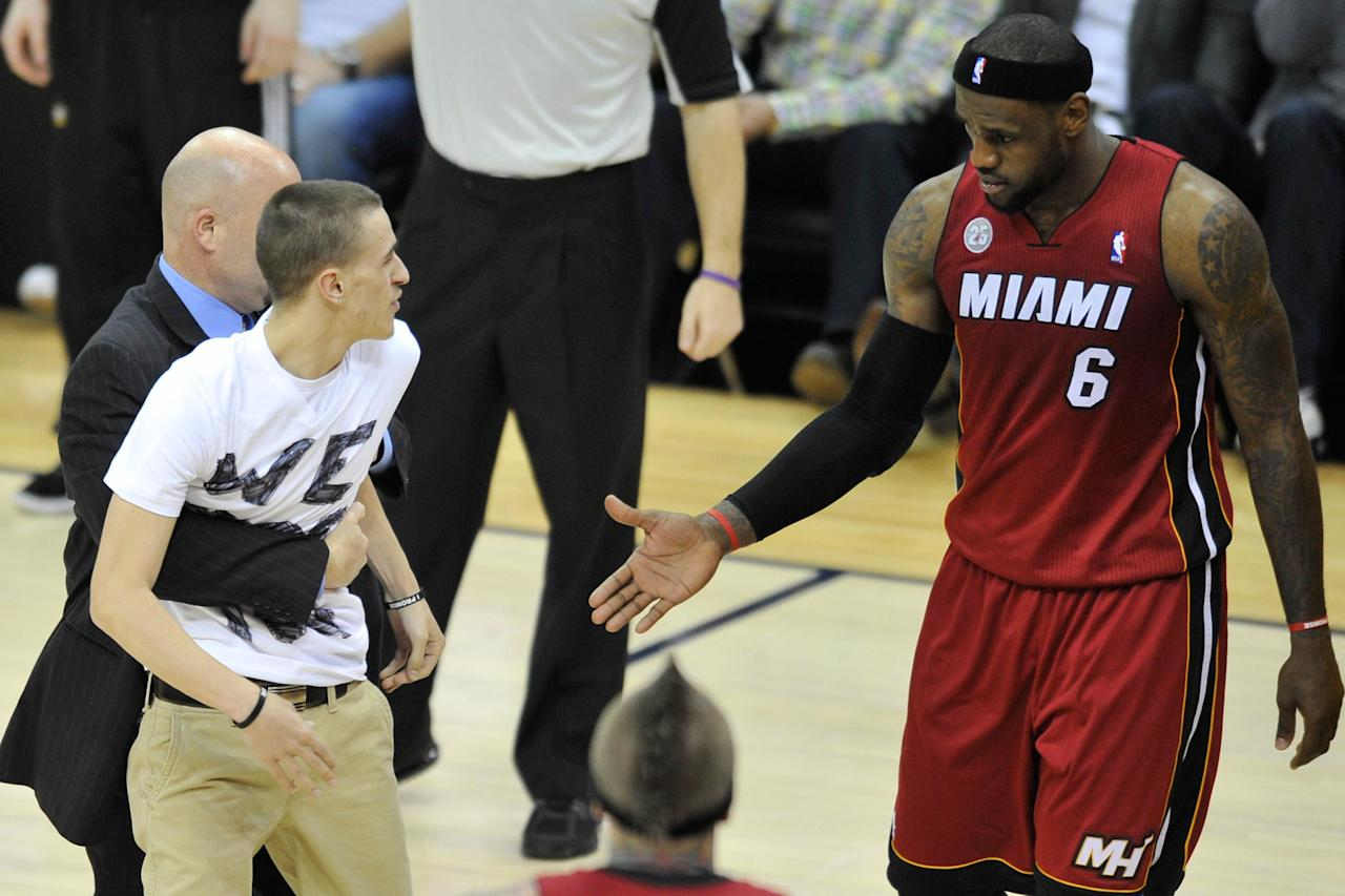 Cavaliers lift ban on fan who ran onto court to beg LeBron James to return to Cleveland
