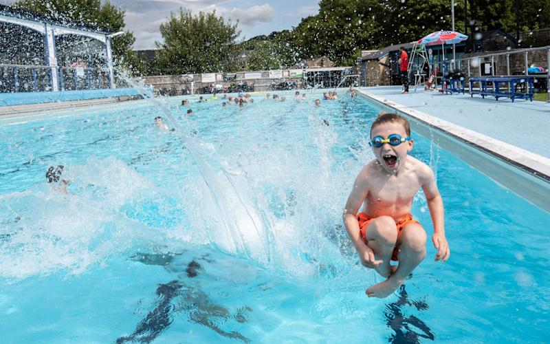 Swimmers enjoy the heatwave at Hathersage Lido in the Peak District - SWNS- LEEDS