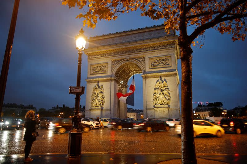 Arc de Triomphe bomb alert in Paris lifted - police