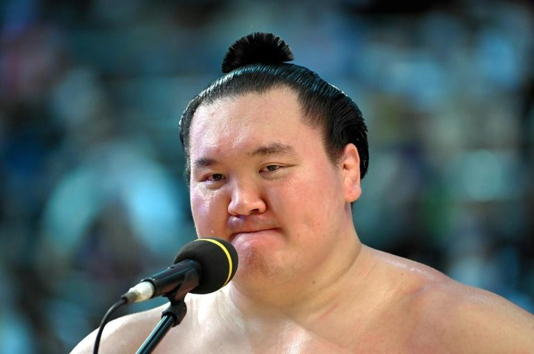 Hakuho speaking during the awards ceremony of the Grand Sumo Tournament in Nagoya (AFP/STR)