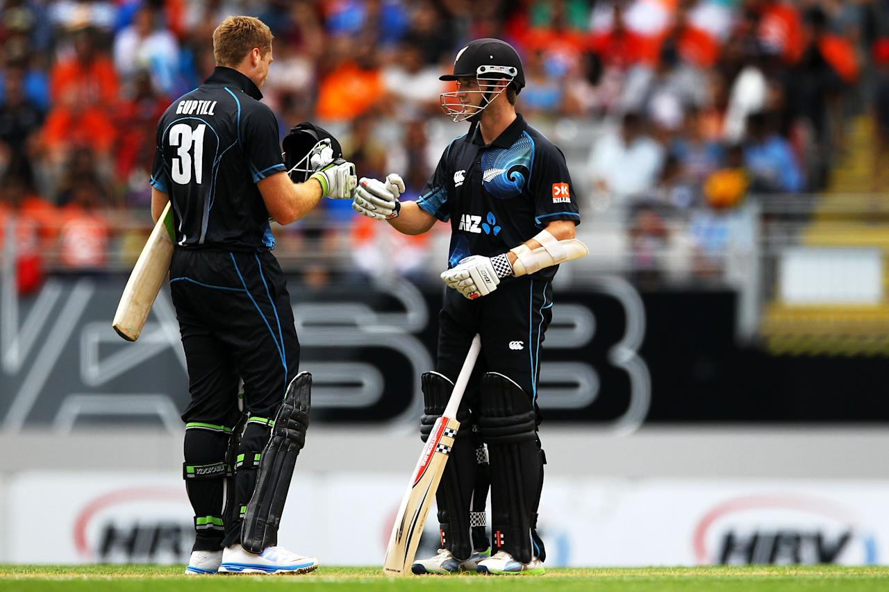 AUCKLAND, NEW ZEALAND - JANUARY 25: Kane Williamson and Martin Guptill of New Zealand paired up for 100 runs for New Zealand during the One Day International match between New Zealand and India at Eden Park on January 25, 2014 in Auckland, New Zealand.  (Photo by Anthony Au-Yeung/Getty Images)