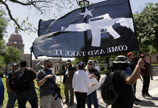 <p>A man holds a Come and Take It flag during a pro gun-rights rally at the state capitol, Saturday, April 14, 2018, in Austin, Texas. (Photo: Eric Gay/AP) </p>