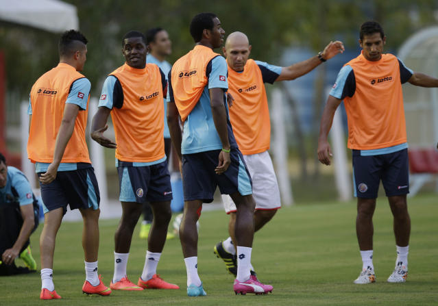Costa Rica players warm up during a training session in Recife, Brazil, Saturday, June 28, 2014. Costa Rica will play Greece in a World Cup round of 16 soccer match next June 29.(AP Photo/Andrew Medichini)