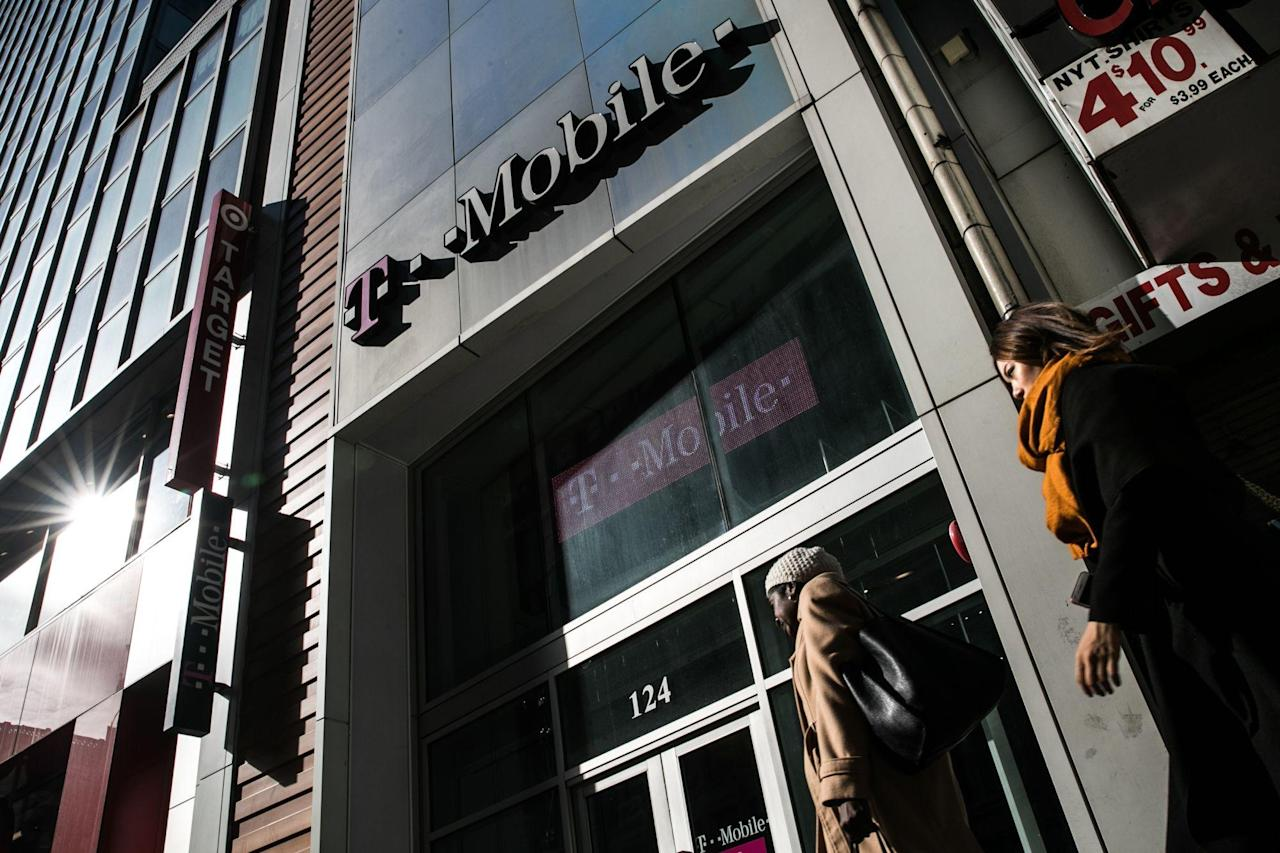 Banks Stuck With $23 Billion of Loans for T-Mobile's Sprint Deal