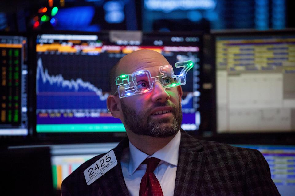 A trader wearing 2017 glasses works on the floor of the NYSE in New York, on Dec. 30, 2016. (Michael Nagle/Bloomberg)