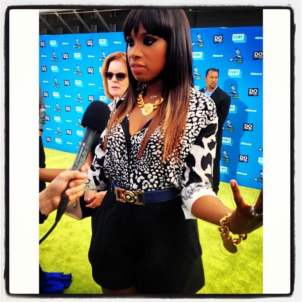 "<b>Jennifer Hudson</b><br /> ""We're obsessed with @iamjhud's printed blouse and gold accessories at tonight's @dosomething Awards. #dsawards"" —<a href=""http://instagram.com/p/cc0iV8TA09/"" target=""_blank"">@instylemagazine</a>"