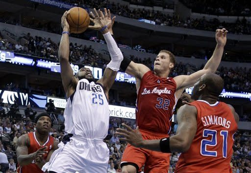 Dallas Mavericks' Vince Carter (25) attempts to get a shot off against Los Angeles Clippers' Eric Bledsoe, Blake Griffin (32) and Bobby Simmons (21) in the first half of an NBA basketball game Monday, April 2, 2012, in Dallas. (AP Photo/Tony Gutierrez)