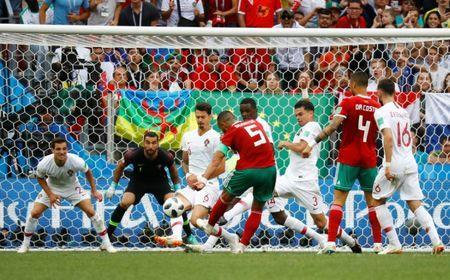 Soccer Football - World Cup - Group B - Portugal vs Morocco - Luzhniki Stadium, Moscow, Russia - June 20, 2018 Morocco's Medhi Benatia misses a chance to score REUTERS/Kai Pfaffenbach