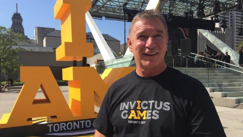 Crowd of royal watchers greet Prince Harry in Toronto on eve of Invictus Games