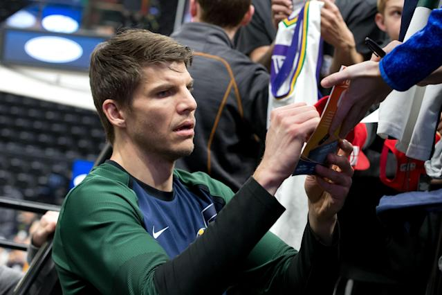 """The Grizzlies sent <a class=""""link rapid-noclick-resp"""" href=""""/nba/players/3754/"""" data-ylk=""""slk:Kyle Korver"""">Kyle Korver</a> to the <a class=""""link rapid-noclick-resp"""" href=""""/nba/teams/phoenix/"""" data-ylk=""""slk:Suns"""">Suns</a>, who will likely buy out his contract for him to sign elsewhere. (Russ Isabella-USA TODAY Sports)"""