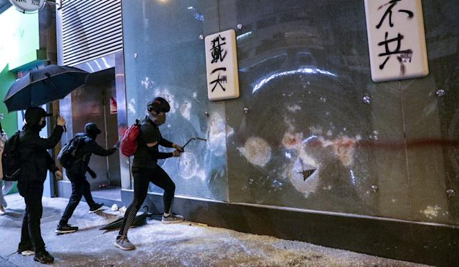 An HSBC branch in Mong Kok was vandalised on Christmas Eve. Photo: May Tse