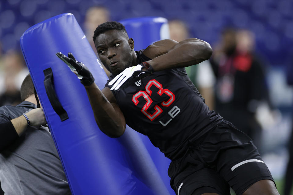INDIANAPOLIS, IN - FEBRUARY 29: Linebacker Azur Kamara of Kansas runs a drill during the NFL Combine at Lucas Oil Stadium on February 29, 2020 in Indianapolis, Indiana. (Photo by Joe Robbins/Getty Images)