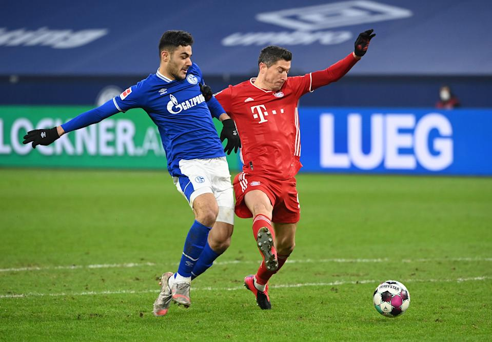 Liverpool beat the clock to add central defender Ozan Kabak, seen here defending Bayern Munich's Robert Lewandowski, from Schalke. (Reuters/Ina Fassbender)