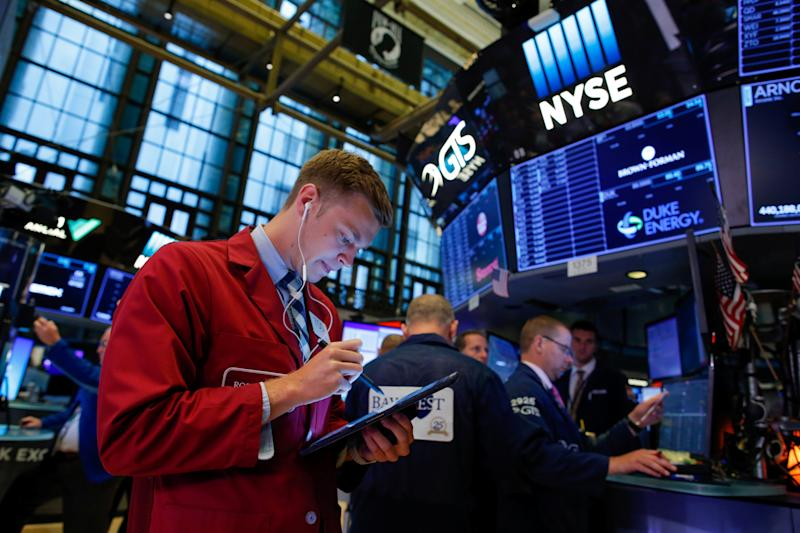 Traders working on the New York Stock Exchange (NYSE) in New York on the York floor USA, August 13, 2019. REUTERS / Eduardo Munoz