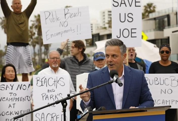 LOS ANGELES, CA - JUNE 07: Los Angeles Mayoral candidate Joe Buscaino held a press conference on the Venice Boardwalk to announce his plans for a Safer Los Angeles to address the homelessness crisis in the city of LA. Venice Boardwalk on Monday, June 7, 2021 in Los Angeles, CA. (Al Seib / Los Angeles Times).