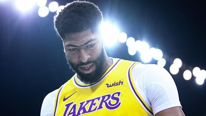 Anthony Davis Glad He Doesn T Have To Shoulder As Much Of