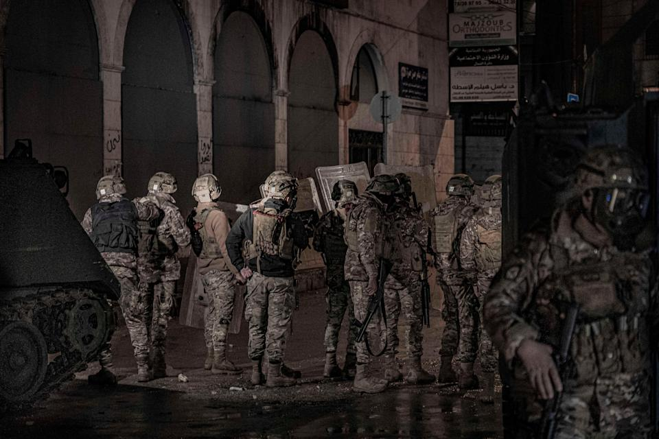Soldiers on the streets of TripoliBel Trew