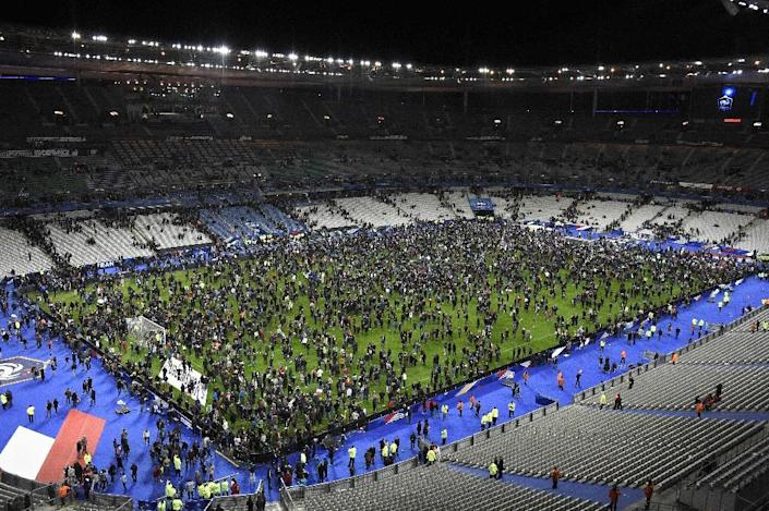 Spectators gather on the pitch of the Stade de France stadium following the friendly football match between France and Germany in Saint-Denis, north of Paris, on November 13, 2015, after a series of attacks occurred across Paris (AFP Photo/Franck Fife)