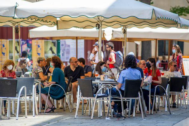 VENICE, ITALY - JUNE 12: Tourists sit at a restaurant in the Rialto area on June 12, 2021 in Venice, Italy. International tourists started to travel again after the Covid-19 pandemic, as more people are now inoculated against the virus. (Photo by Luca Zanon/Awakening/Getty Images) (Photo: Luca Zanon/Awakening via Getty Images)