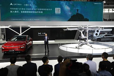 XPeng Motors' CEO He Xiaopeng unveils its flying car Kiwigogo(right) at the 2020 Beijing International Automotive Exhibition on Saturday, Sep. 26, 2020. Photo: Simon Song