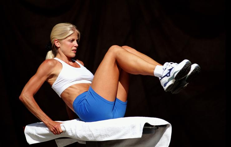Putting a towel down on your workout bench can help prevent wear and tear to the seat. (Image via Getty Images)