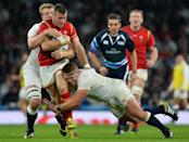 Wales' scrum half Gareth Davies (2L) runs with the ball during thier Pool A match of the 2015 Rugby World Cup between England and Wales at Twickenham stadium (AFP Photo/Glyn Kirk)