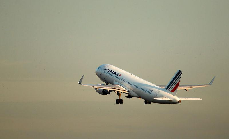 FILE PHOTO: An Air France Airbus A320 airplane takes off at the Charles-de-Gaulle airport in Roissy
