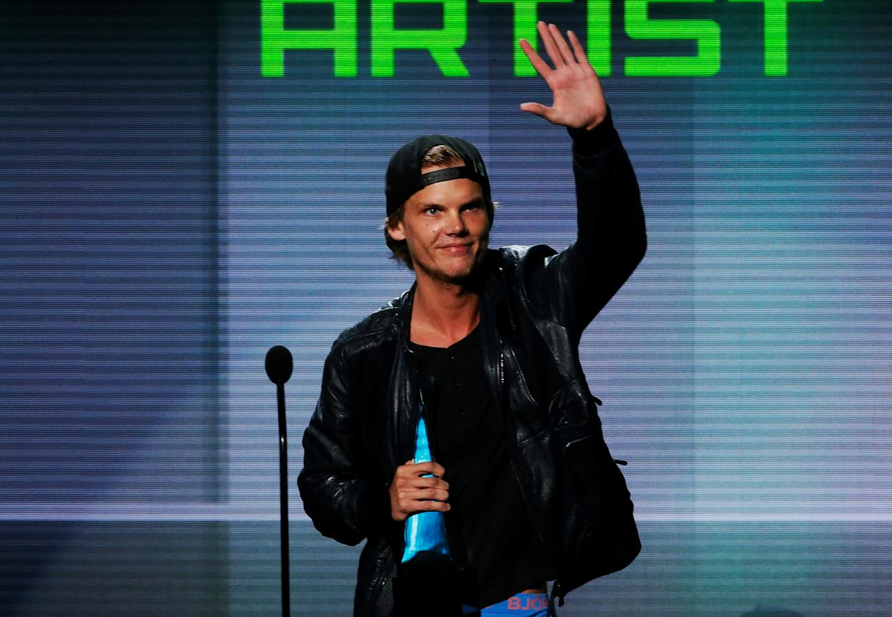 FILE PHOTO: Avicii accepts the favorite electronic dance music artist award at the 41st American Music Awards in Los Angeles, California November 24, 2013.  REUTERS/Lucy Nicholson/File Photo