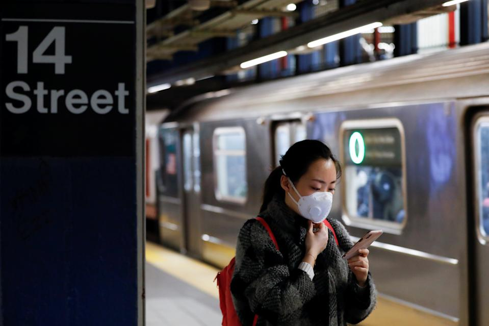 A woman wears a face mask as she waits on the subway after the first confirmed case of coronavirus was annoucned in New York State in Manhattan borough of New York City, New York, U.S., March 2, 2020. REUTERS/Andrew Kelly
