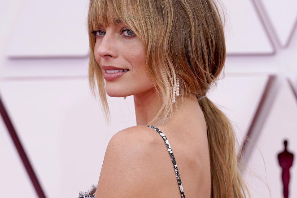 LOS ANGELES, CALIFORNIA – APRIL 25: Margot Robbie, earing detail, attends the 93rd Annual Academy Awards at Union Station on April 25, 2021 in Los Angeles, California. (Photo by Chris Pizzello-Pool/Getty Images)