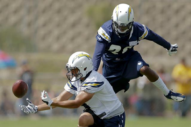 San Diego Chargers rookie wide receiver Brelan Chancellor, left, bobbles and drops a pass as cornerback Crezdon Butler defends at an NFL football training camp Friday, July 25, 2014, in San Diego. (AP Photo)