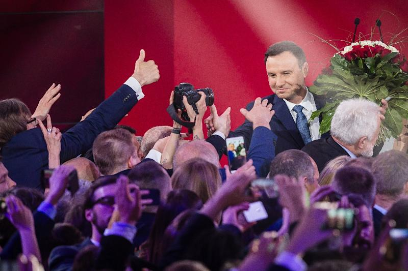 Andrzej Duda (R), presidential candidate of the right-wing opposition party Law and Justice (PiS), celebrates after exit poll results are announced in Warsaw, on May 24, 2015 (AFP Photo/Wojtek Radwanski)